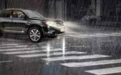 下雨天驾驶电动汽车时有什么需要注意的安全事项