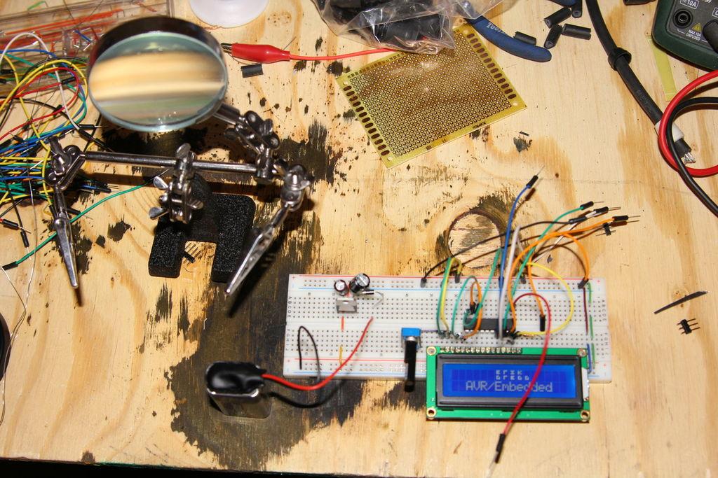 如何制作ATtiny2313驅動的LCD名稱徽章