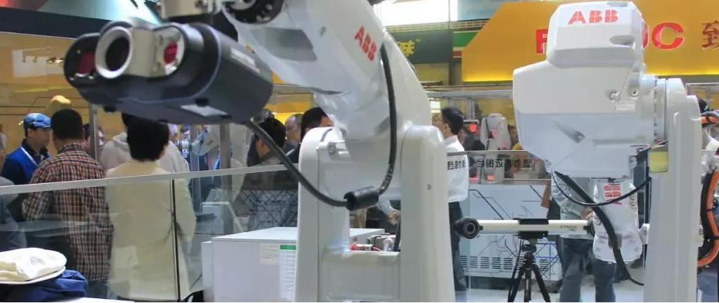 机器人怎样帮助检查工厂设备