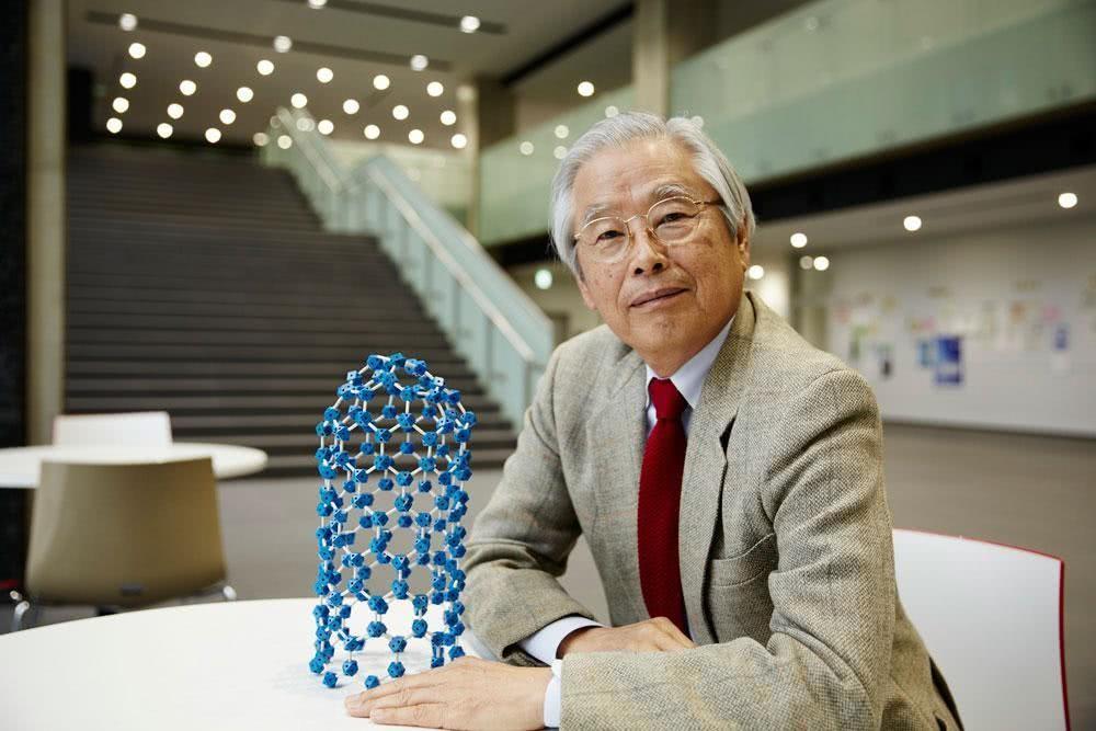饭岛澄男教授