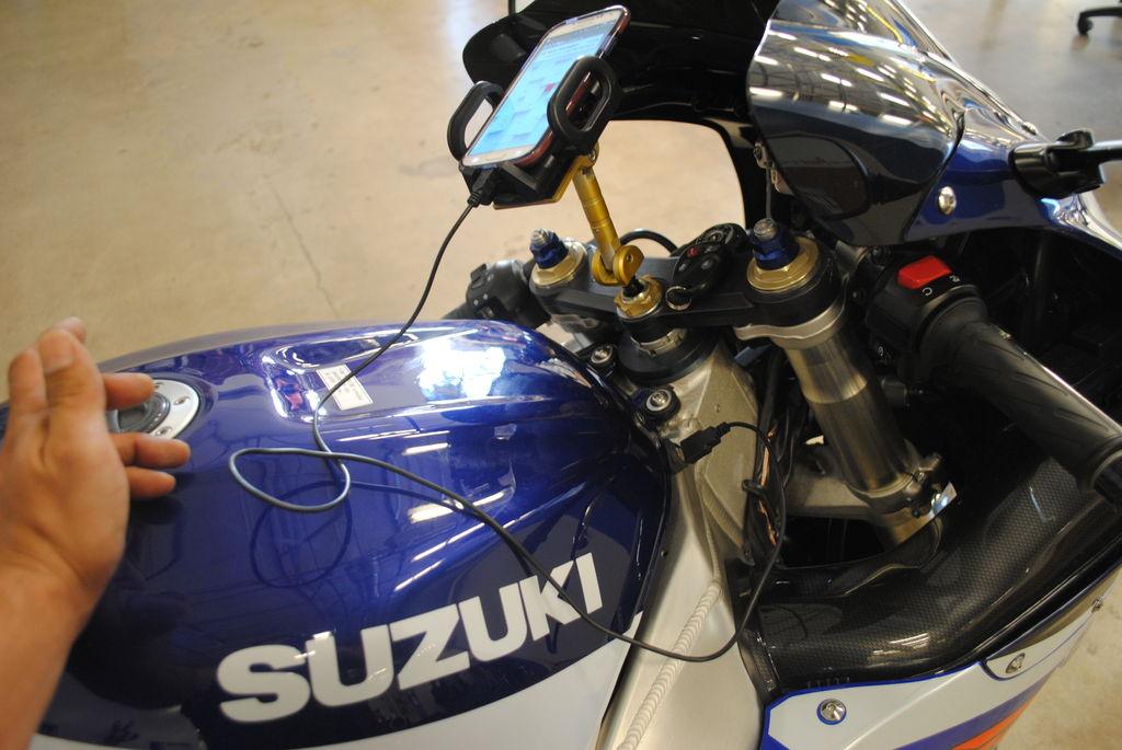 如何在摩托车上安装USB充电器