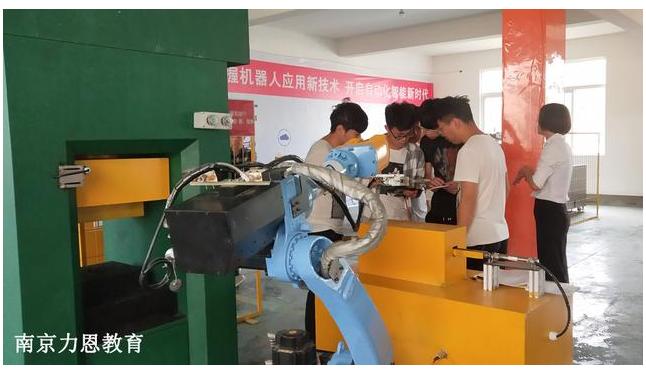 工业机器人对于我们而言是机遇还是挑战