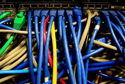华为正在携手运营商持续引领整个IP网络产业的发展