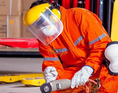 物联网解决方案可以用来提高工业工人的安全性
