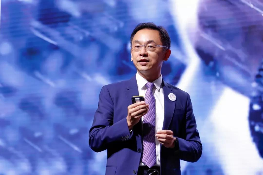 华为运营商BG总裁丁耘发表主题演讲