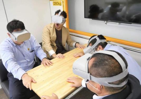 日本为了让人们了解如何应对地震而发布了VR地震体验车