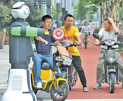 厦门警方与中国联通推出的5g警务机器人,加快福建...