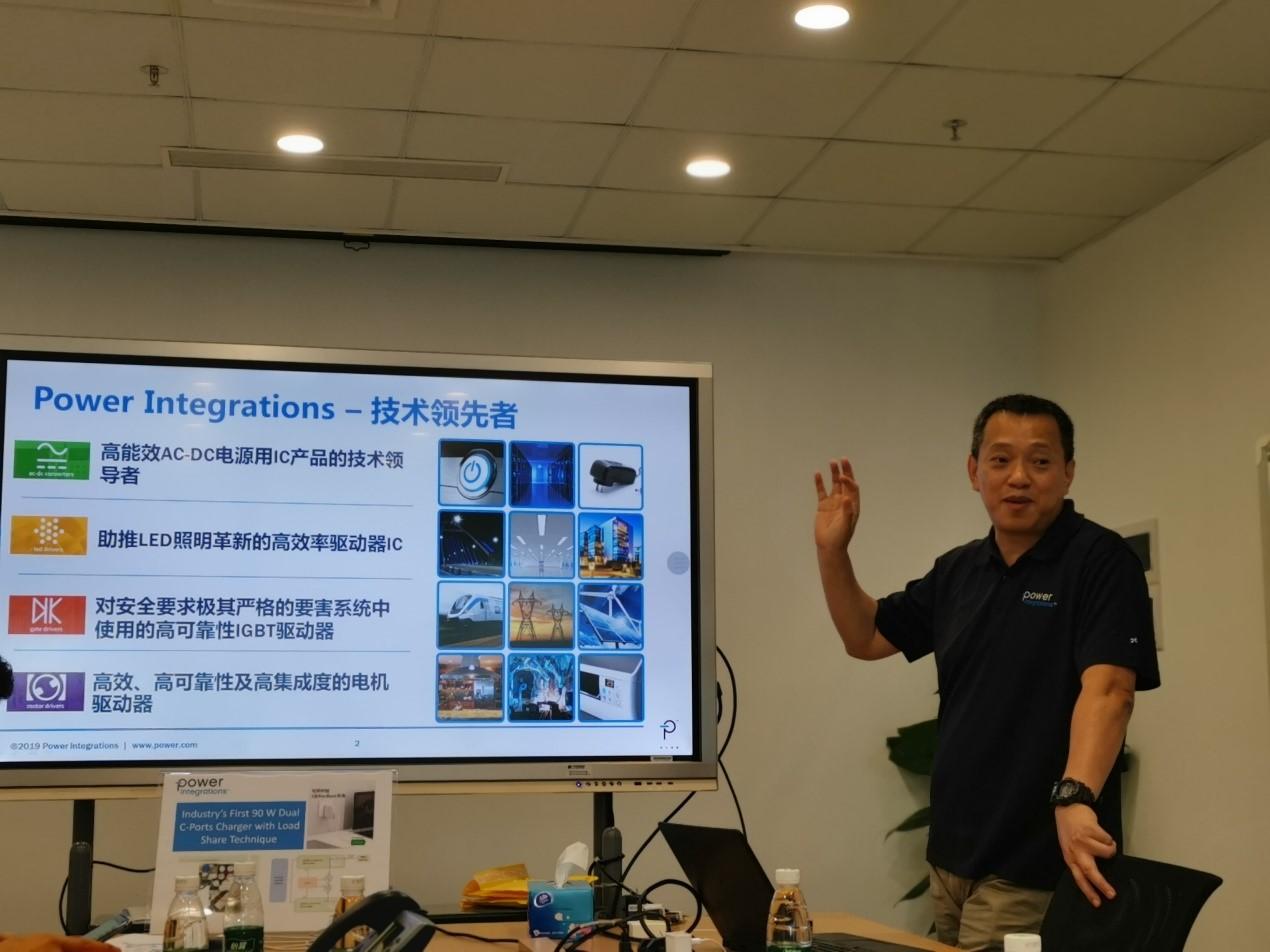 Power Integrations资深技术经理阎金光(Jason Yan)在介绍PI公司的情况。