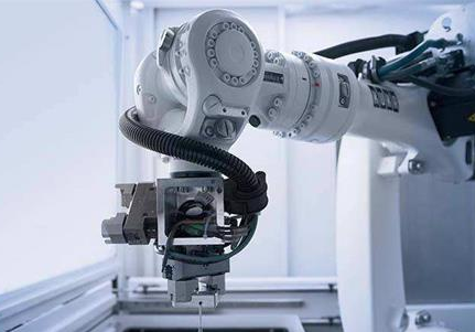 在未来机器人的使用范围将不断进行扩大