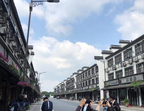 中国铁塔已在乌镇建成了96个5G基站满足了三家电...