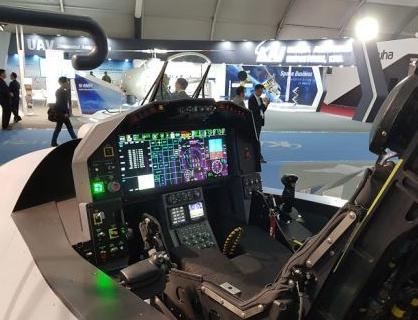 韩国航空航天工业公司展示了KF-X战斗机座舱模型