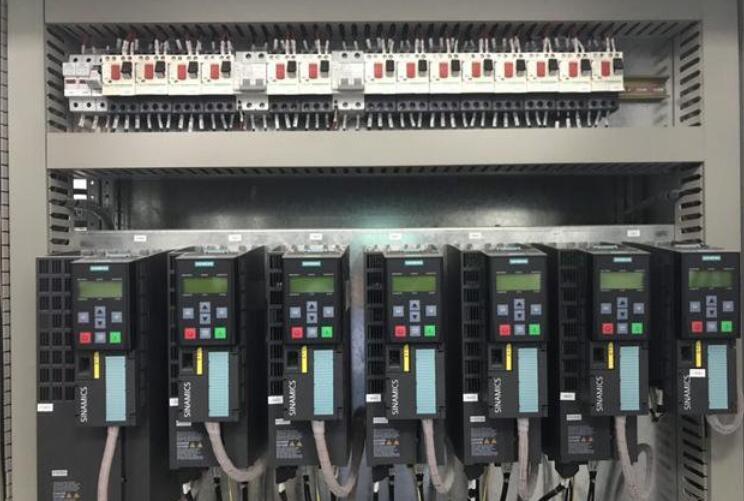 变频器可以驱动两个电机吗
