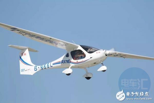 我国首架四座电动飞机首飞成功 装配总容量近70千瓦时的系统动力电池装机