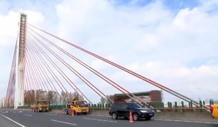 用上百个传感器守护苏州高速公路尹山斜拉桥的安全