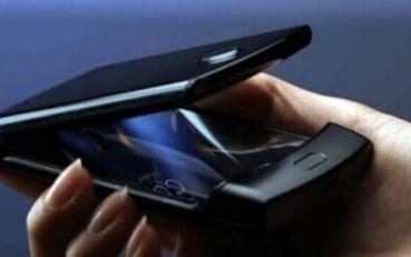 摩托罗拉Razr折叠屏手机,与其他品牌不一样的思路