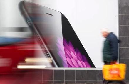 苹果的外部广告代理机构媒体艺术实验室多个部门进行...