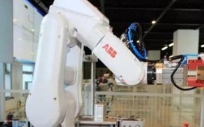 ABB最新推出了40多项机器人领域的创新技术