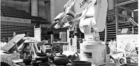 浙江大学的一个学生团队就开发出了一款茶道机器人