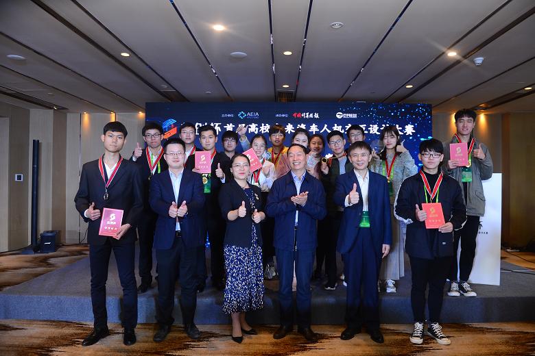 """""""芯创杯""""高校未来汽车人机交互设计大赛华中华西赛区答辩在重庆举行"""