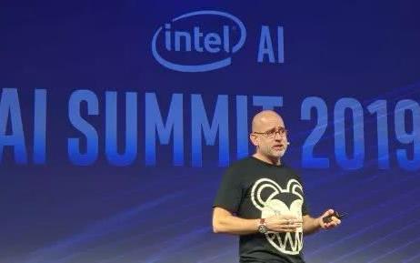 英特尔推出 AI 新品,性能是竞品 6 倍!