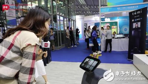 temi机器人亮相高交会 备受观众和媒体的喜爱