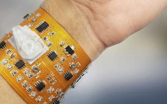 研究人员研发出可穿戴式的微流式细胞仪