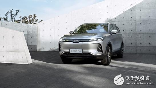 威马EX6 Plus亮相 车定位于全天候长续航中大型SUV