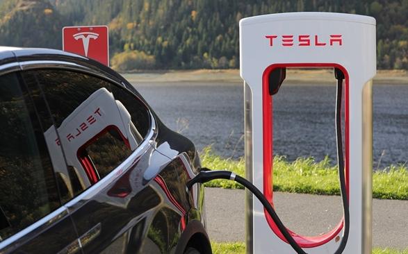 特斯拉推出一款V3增壓充電器 15分鐘就能充滿電