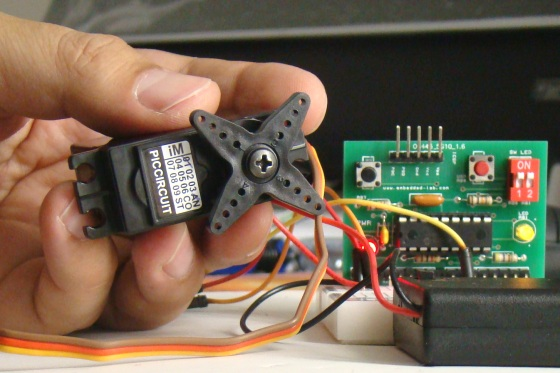如何将伺服电动机与PIC微控制器连接