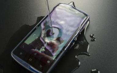 关于手机的IP68级防水,为何国产手机只有华为支...