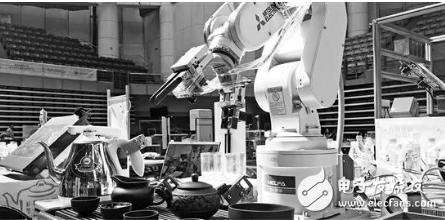 将机器人融入到人们的生活日常中 或许是目前的一条...