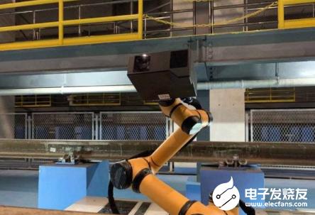 机器人进行地铁轨道检修 有望提升工作效率
