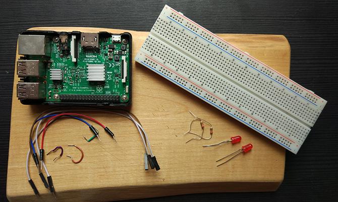 如何对树莓派进行编程以控制LED灯
