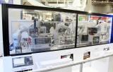 三菱电机展示人和机器人共同操作的生产技术