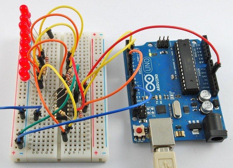 如何在Arduino上使用八个大型红色LED而不...