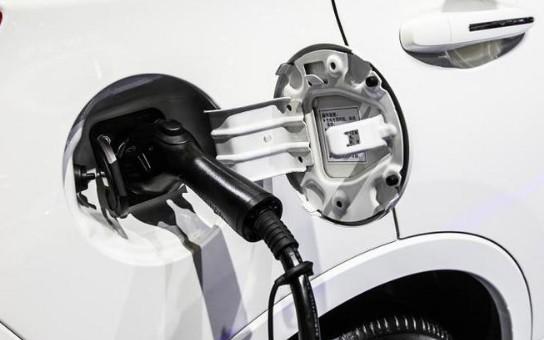 关于新能源汽车产业发展规划的两点讨论