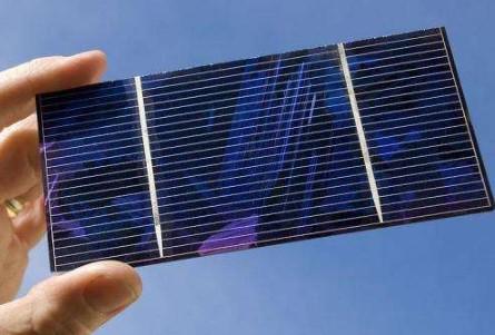 科研员研发出基于CQD和发色团混合体系结构的太阳能电池