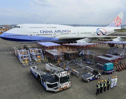 中华航空已将最后一架彩绘机747-400客机涂装出厂