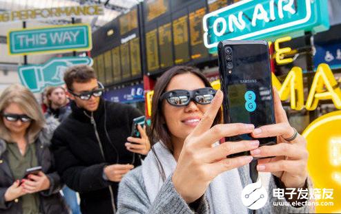 英国运营商EE带来全球首场5G多地AR直播 打开...