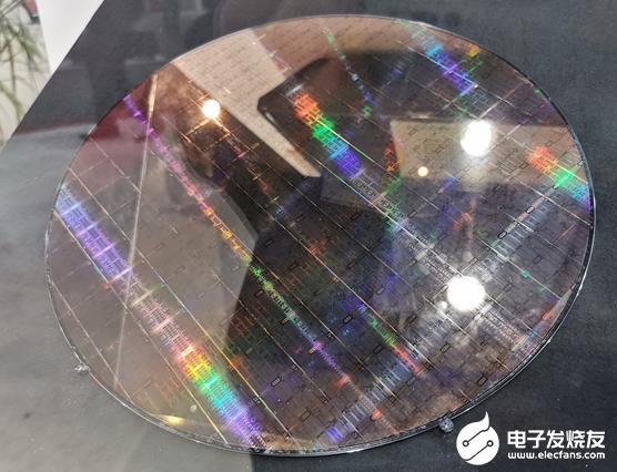 富士通推出A64FX ARM处理器晶圆 采用台积电7nm FinFET工艺制造