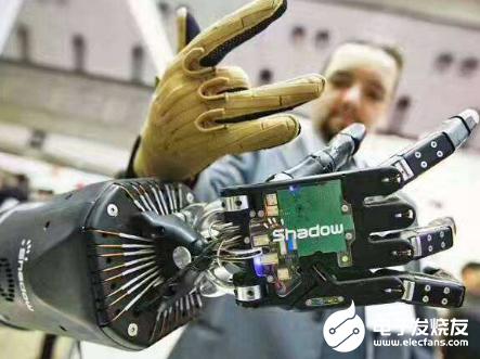 从模仿人类到超越人类 机器人正在不断进化发展