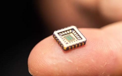 人工神经细胞微芯片可植入人体治疗神经系统疾病
