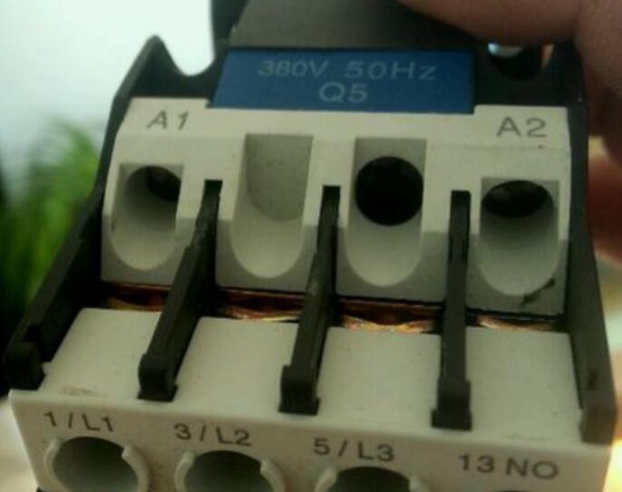 接觸器線圈電壓怎么看_接觸器線圈怎么接