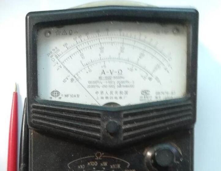 万用表电阻档越高输出的电压越大吗