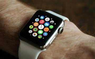 Apple Watch的紧急求救功能可以让用户快速拨打急救电话