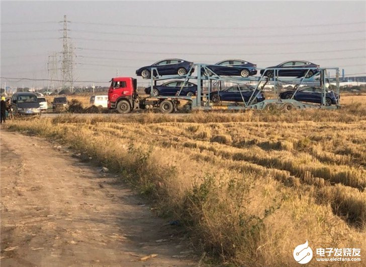 国产特斯拉Model 3运出上海工厂在交付途中