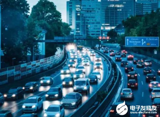 商业利益的驱动下 自动驾驶出租车成一种社会共识的...