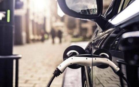 可以给电动汽车安装一个超大的电池来增加续航吗