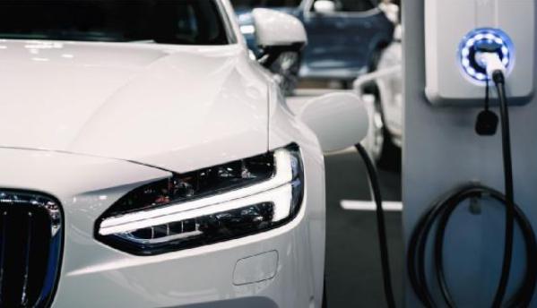 解决混合动力汽车/电动汽车中的高压电流感应设计难题
