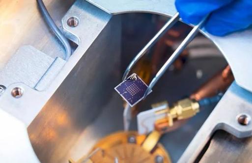 新型的铁电半导体场效应晶体管已被成功研制